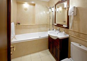 """Ванная комната в Бизнес отель """"Спорт"""""""