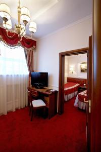 """Кровать или кровати в номере Бизнес отель """"Спорт"""""""