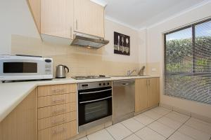 A kitchen or kitchenette at Accommodate Canberra - Kingston Court