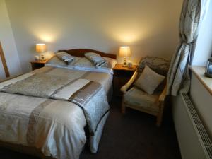 A bed or beds in a room at Four Seasons B&B