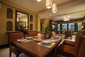 Restaurant ou autre lieu de restauration dans l'établissement Villa Senja