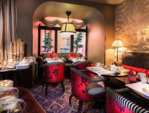 A restaurant or other place to eat at Hotel Odeon Saint-Germain