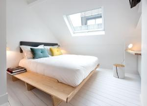 A bed or beds in a room at Happy guesthouse