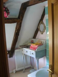 A bathroom at Chambres d'Hôtes & Gites Pouget