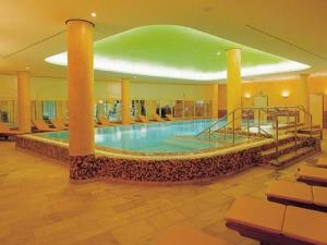 The swimming pool at or close to Residenz am Dom Boardinghouse Apartments