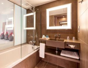 Un baño de Novotel London Bridge