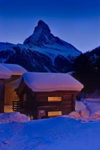 Chalet Alpoase during the winter