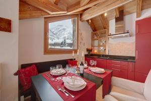 A restaurant or other place to eat at Chalet Alpoase
