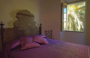 A bed or beds in a room at Hostal Miramar