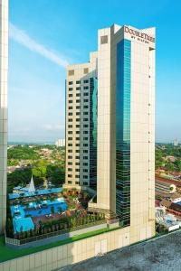A view of the pool at Doubletree by Hilton Johor Bahru or nearby