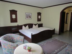 Ein Bett oder Betten in einem Zimmer der Unterkunft Hotel Zum Erker
