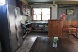 A kitchen or kitchenette at Lovedale Cottages Hunter Valley