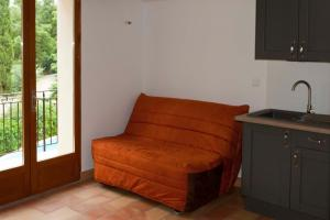 A seating area at B&B Les Volets bleus