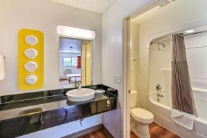 A bathroom at Motel 6-San Jose, CA - Airport