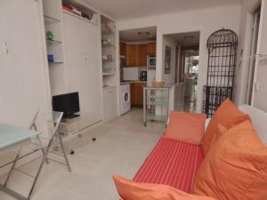 A seating area at Riviera Access - Petit Juas