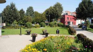 Ein Garten an der Unterkunft Hotel Harmonie