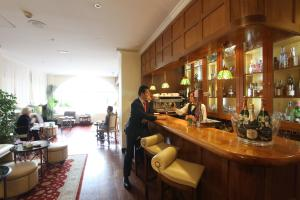 The lounge or bar area at La Quinta de los Cedros