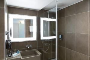 A bathroom at Novotel Berlin Mitte