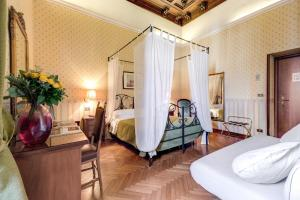 A bed or beds in a room at Hotel St. Moritz