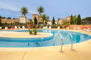 The swimming pool at or close to Résidence Village D'Oc Golf de Béziers by Popinns