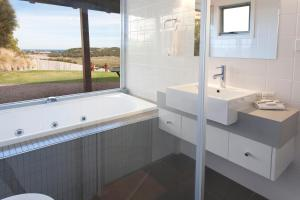 A bathroom at Anchors Port Campbell