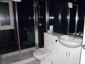 A bathroom at Eastcote Luxury Guest House