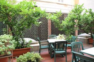 A restaurant or other place to eat at Sant'Ambroeus