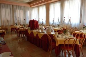 Restaurant ou autre lieu de restauration dans l'établissement Hotel Belle Arti