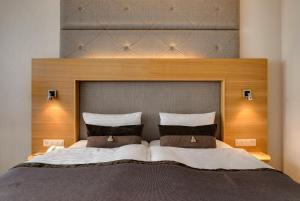 A bed or beds in a room at Continental Hotel Lausanne