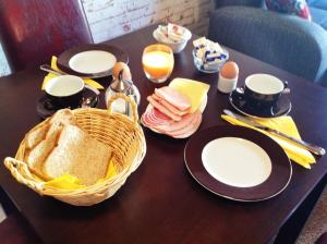 Breakfast options available to guests at Haus an der Uffe