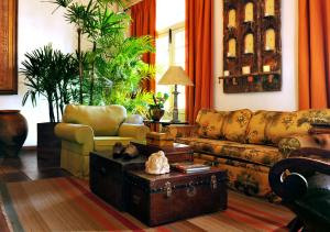 A seating area at Hotel Villa Bahia