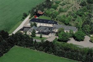 Et luftfoto af Hotel Klim Bjerg