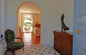 A seating area at Magnifique appartement d'époque avec Vue Mer 4 personnes avec terrasse Le Port Nice