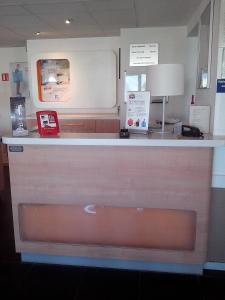 Лобби или стойка регистрации в ibis budget Poitiers Sud