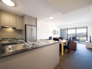 A kitchen or kitchenette at Oaks Brisbane Mews Suites