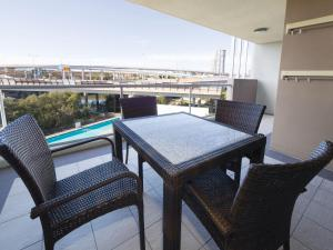 A balcony or terrace at Oaks Brisbane Mews Suites