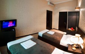 A bed or beds in a room at Kalasi Hotel