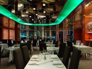 Ресторан / где поесть в Sunborn London Yacht Hotel