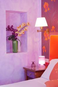 A bathroom at 66 Imperial Inn Deluxe B&B