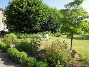 A garden outside Clos Florésine B&B