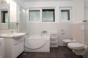 Koupelna v ubytování Apartment Luka