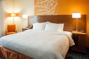 A bed or beds in a room at Fairfield Inn Harrisburg Hershey