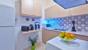 A kitchen or kitchenette at Aphrodite House