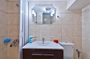 A bathroom at Aphrodite House