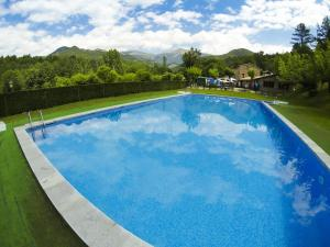 The swimming pool at or near Camping L'Espelt