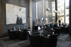 The lounge or bar area at AC Hotel Som
