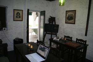 A restaurant or other place to eat at Quinta da Cumieira