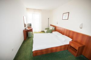 A bed or beds in a room at Hotel Lavanda