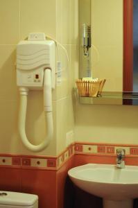 A bathroom at Don Kihot Hotel