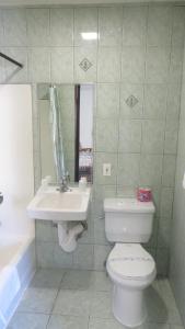 A bathroom at Eagle Rock Motel